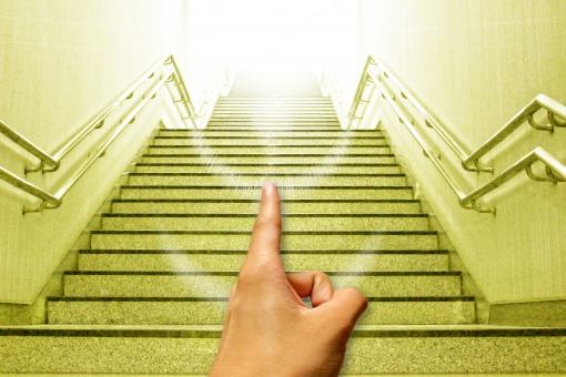 【痩せ効果がヤバい?】階段登り降りダイエットの効果はジムよりも消費カロリーが凄い?