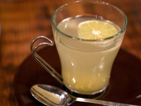 【芸能人も実践】白湯 + しょうが でダイエット効果アップ?その効果は口コミでも凄い