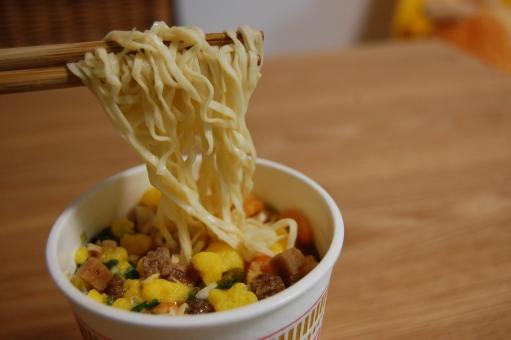 ダイエット中のカップ麺を食べるはあり?おすすめの食べ方と健康を維持する為の秘訣
