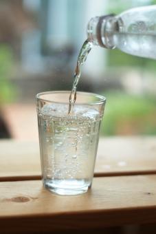 【美容・健康・ダイエット飲料】炭酸水の効果が想像以上?あなたの知らないこんな効能もある?