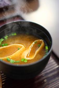 【味噌汁は朝の毒消し?】朝の味噌汁は健康に何故良い?その効能・デトックス効果について改めて調査